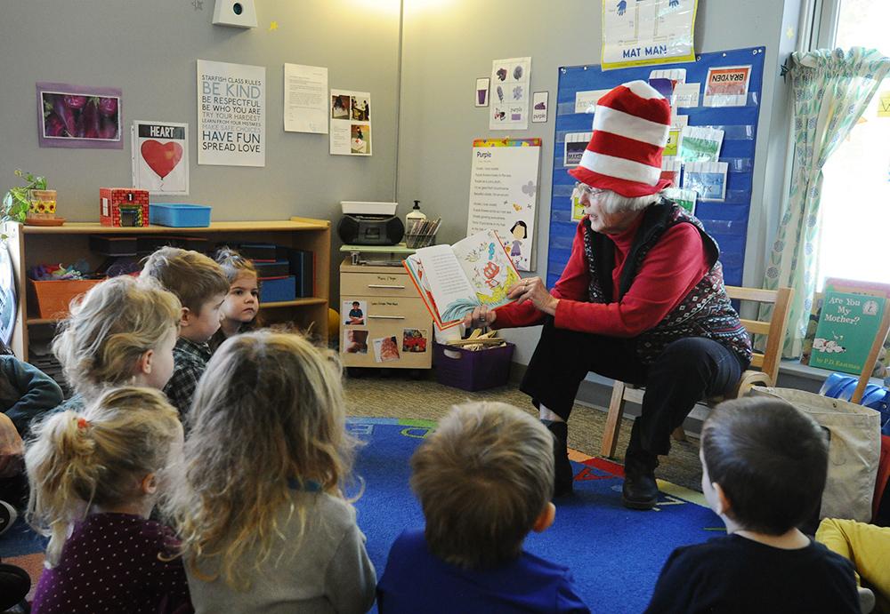volunteer reading to kids
